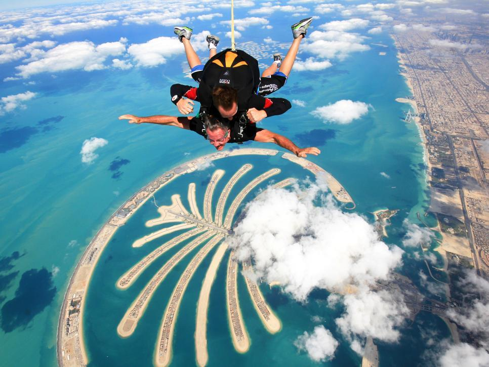 Jump down from the plane travel experiences